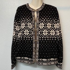 Croft and Barrow black and white sweater